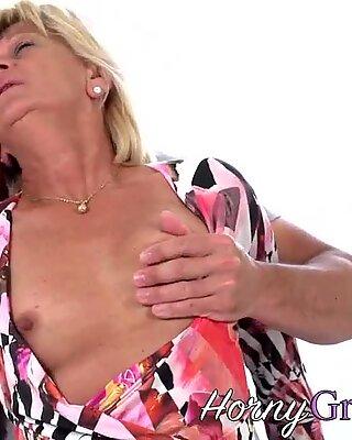 Diller Sucking Gamle Blondine Bedstemor