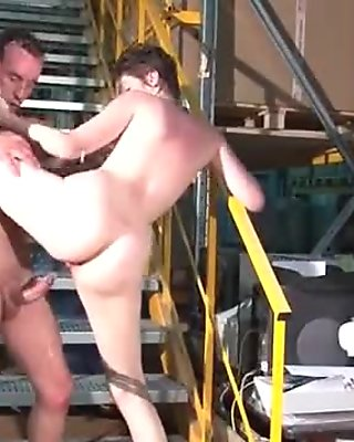 Libertine francaise sodomisee sauvagement dans l entrepot