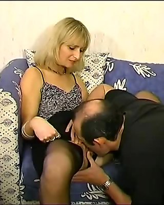 MILF gets her pussy pounded - Telsev