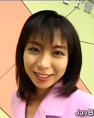 Anchorwoman japoneză iubește să-și înghită materialul seminal