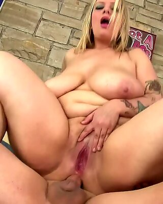 Hot blonde BBW Sinful Samia anal