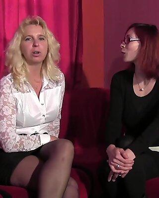 Ange blonde mature se fait d&eacute_foncer dans une boite libertine