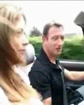 Anhalterin im Cabrio mitgenommen