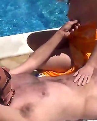 sexe a la piscine avec couple francais pour voyeur