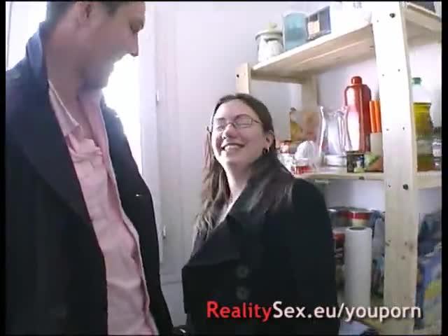 Elle se fait casser le cul dans sa cuisine en rentrant des courses !! francuzki amatorki