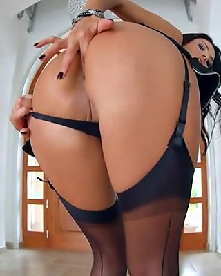 Milfthing Ania Kinski gets her ass banged to end in facial