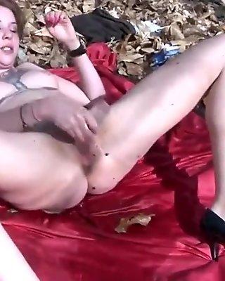 Throat-fuck make her squirt