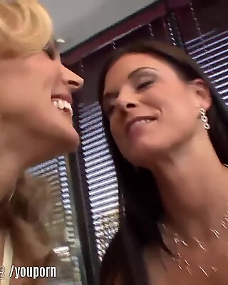 LesbianOlderYounger Cougars Teach Young Lesbian