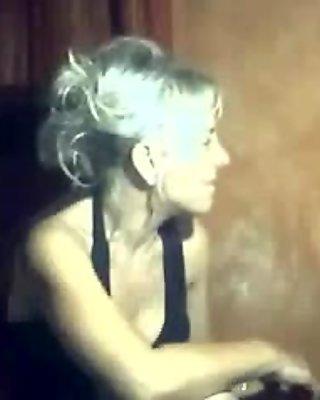 Nina ma blond en cam