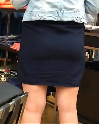 Une jupe un cul